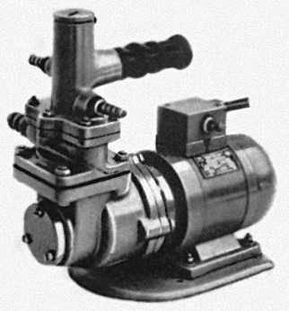 Электрический краскопульт ЭК: 1 — токоподводящий кабель; 2 — выключатель; 3 — электродвигатель; 4 — диафрагменный насос; 5 — штуцер для присоединения всасывающего шланга; 6 — штуцер для присоединения сливного шланга; 7 — перепускной клапан; 8 — рукоятка; 9 — штуцер для присоединения нагнетательного шланга с удочкой и форсункой. Краскопульт.