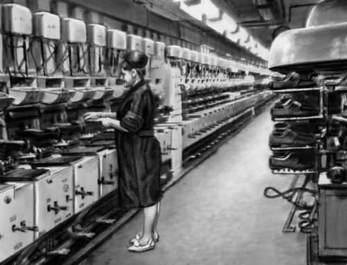 Линия прессов горячей вулканизации (ПГВ-1) (Ленинградское обувное объединение «Скороход»). Лёгкая промышленность.