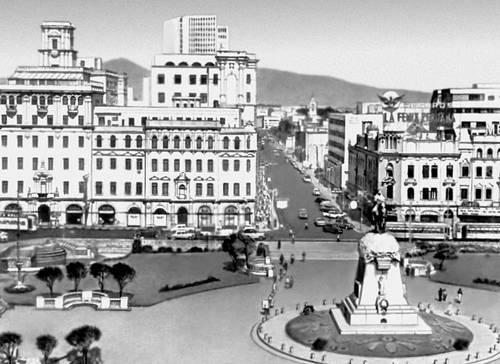 Лима. Пласа Сан-Мартин. Основная застройка — 2-я четверть 20 в.; архитекторы Р. Маркина и др. Лима (столица Перу).