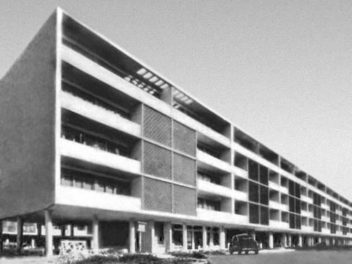 Лисабон. Типовой дом. 1954. Архитекторы Р. д'Атогия и др. Лисабон.