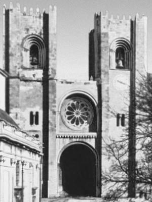 Лисабон. Собор 12—14 вв. Западный фасад. Лисабон.