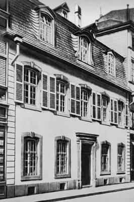 Дом в Трире, где родился К. Маркс. Маркс Карл.