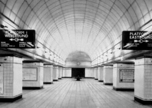 Станция метрополитена «Гентс-хилл» в Лондоне. 1941. Метрополитен.