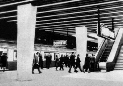 Станция метрополитена «Дефанс» (Экспрессная линия «Восток—Запад») в Париже. 1970. Архитектор Метрополитен Викарио. Метрополитен.