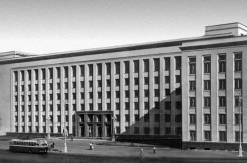 Главный корпус Белорусского университета. 1958—61. Архитектор Минск И. Бакланов. Минск.