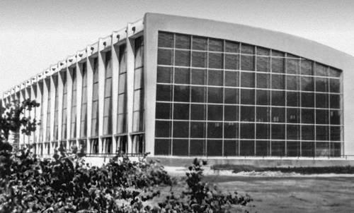 Главный зал (1967, архитектор О. Б. Ладыгина, инженер И. Б. Зыбицкер) Дворца спорта. Минск.