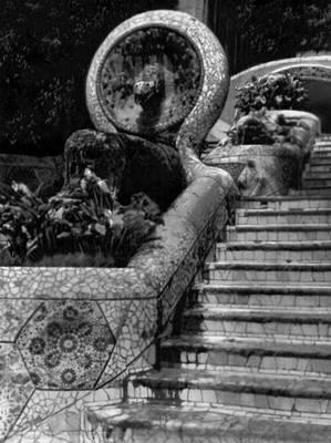 А. Гауди. Лестница в парке Гуэль в Барселоне. 1903. «Модерн».