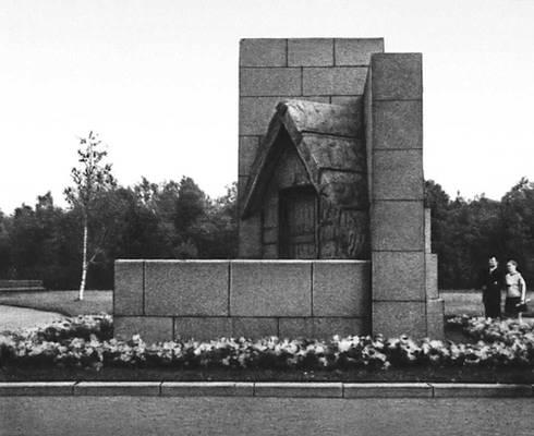 А. И. Гегелло. Памятник-шалаш В. И. Ленину в Разливе. 1927. Музеи.