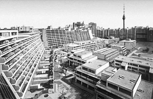 Олимпийская деревня. 1968—72. Планировка и благоустройство по проекту архитектора Г. Голлейна. Мюнхен.