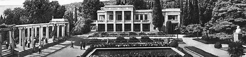 Никитский ботанический сад. Главное здание сада; слева — колоннада летнего театра. Никитский ботанический сад.