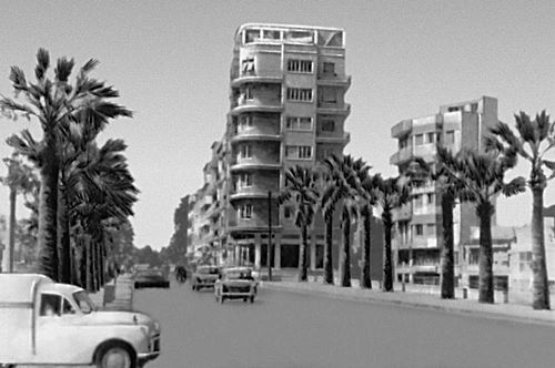 Улица Константина Палеолога с конторским зданием «Лисаридес» (1955—56, архитектор Л. Хаджилукас). Никосия.
