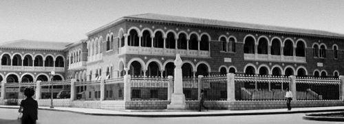 Архиепископский дворец. 1956—59. Архитекторы Никосия Русос и др. Никосия.