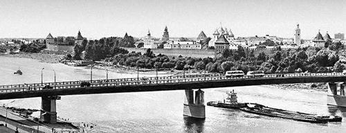 Мост через реку Волхов и вид на Кремль. Новгород.