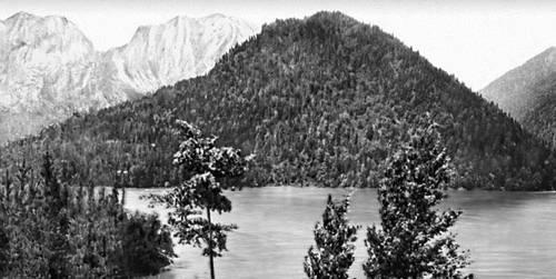 Высокогорное тектоническое озеро Рица на Западном Кавказе. Озёра.