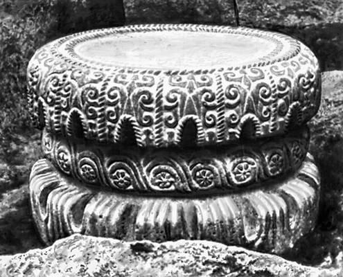 База колонны из Тель-Тайната (Сирия). Базальт. 8 в. до н. э. Восточный институт университета в Чикаго. Орнамент.