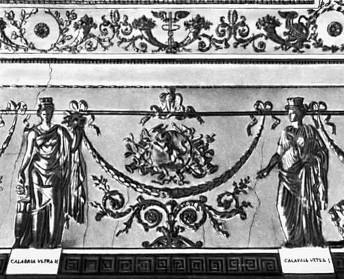 Фриз тронной комнаты Палаццо Реале в Неаполе. Стукко. Начало 19 в. Фрагмент. Орнамент.