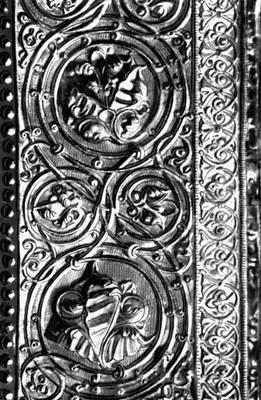 Бека Опизари (Грузия). Оклад иконы «Спас из Анчисхати» (чеканка по металлу; фрагмент). 1184—93. Музей искусств Грузинской ССР. Тбилиси. Орнамент.