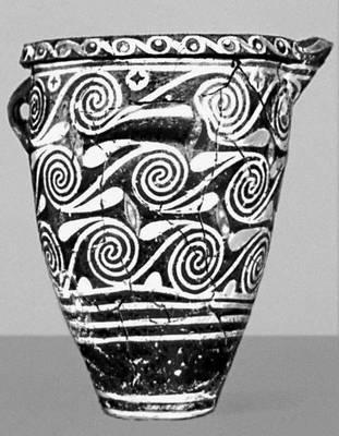 Керамический сосуд в стиле «камарес» из дворца в Фесте (Крит). 19—18 вв. до н. э. Археологический музей. Ираклион. Орнамент.