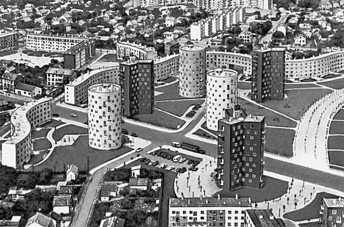 Париж. Жилой комплекс «Л'Абрёвуар» в северо-восточном пригороде Бобиньи. 1959. Архитектор Э. Айо. Париж.