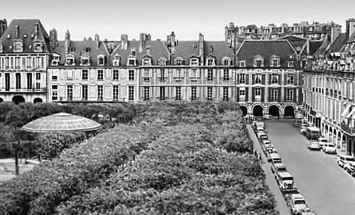 Площадь Вогезов. 1606—12. Архитектор Н. де Шатийон. Париж.