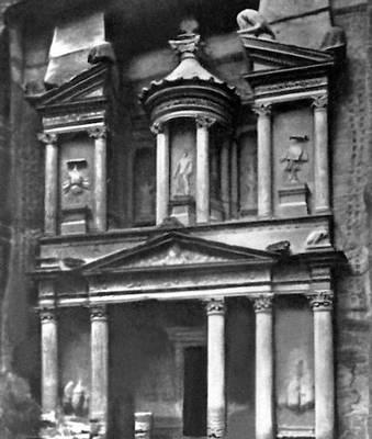 Скальная гробница эль-Хазне в Петре. Римское время. Фасад. Петра.