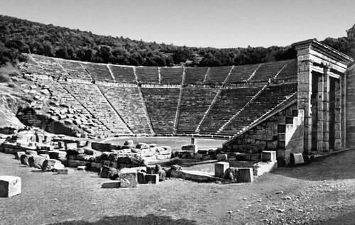 Архитектура материковой Греции. Поликлет Младший. Театр в Эпидавре. 350—330 до н. э. Поликлет Младший.