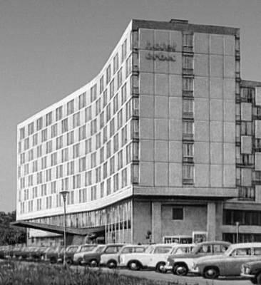 Познань. Гостиница «Меркурий». 1964. Архитекторы Я. Чесьлиньский, Я. Венцлавский и Г. Грохульский. Польша.