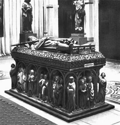 Скульптура 12—15 вв. Надгробие Генриха IV. Камень. Около 1300. Силезский музей. Вроцлав. Польша.
