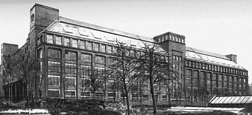 Фабрика высоковольтного оборудования фирмы «АЭГ» в Берлине. 1910. Архитектор П. Бернс. (Фото 1920-х гг.). Промышленные здания.