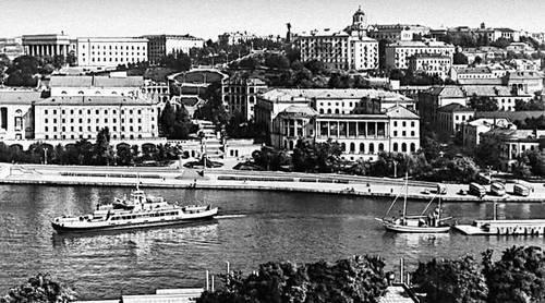 Севастополь. Вид центра города с Артиллерийской бухты. Севастополь.