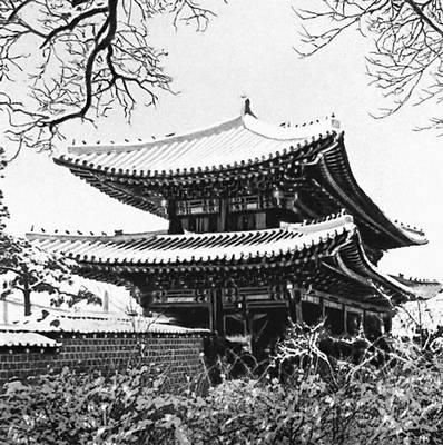 Сеул. Тонхвамун, главные ворота дворца Чхандок. 15—17 вв. Сеул.