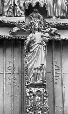 Скульптура. «Золотая богоматерь». Статуя портала Марии южного фасада трансепта собора в Амьене (Франция). Камень. Около 1270. Скульптура.