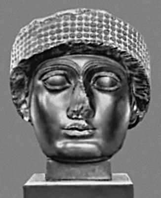 Скульптура. Голова статуи (из Лагаша, Месопотамия). Диорит. 22 в. до н. э. Лувр. Париж. Скульптура.