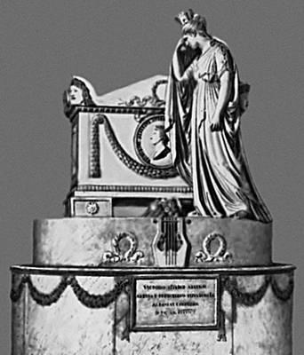 Скульптура. А. Канова (Италия). Надгробие В. Альфьери. Мрамор. 1803. Церковь Санта-Кроче. Флоренция. Скульптура.