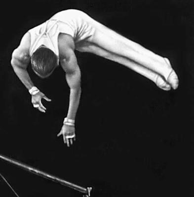 Спортивная гимнастика. Упражнения на перекладине (М. Я. Воронин). Спортивная гимнастика.
