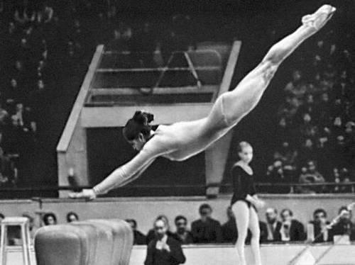 Спортивная гимнастика. Опорный прыжок (Л. И. Турищева). Спортивная гимнастика.