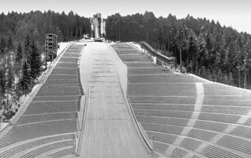 Трамплин для прыжков на лыжах с трибунами для зрителей в Инсбруке. 1963. Архитектор Х. Клопфер, инженер А. Пейерль. Реконструирован в 1975. Спортивные сооружения.
