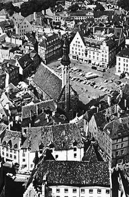Таллин. Центр Нижнего города — площадь Раэкоя (Ратушная). Вид сверху. Таллин.