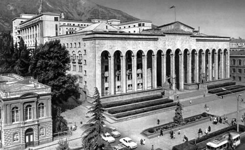 В. Д. Кокорин, Г. И. Лежава. Дом правительства Грузинской ССР в Тбилиси. 1938—53. Тбилиси.
