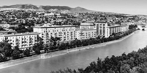 Тбилиси. Набережная реки Куры. Тбилиси.