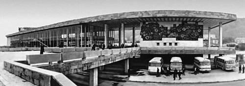 Тбилиси. Тбилисский автовокзал. 1973. Архитекторы Ш. Кавлашвили, Р. Кикнадзе, В. Куртишвили, декоративное пано З. Церетели. Тбилиси.