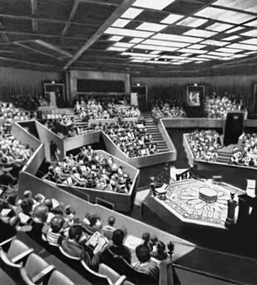«Маммерс-тиэтр» в Оклахома-Сити (США). 1970. Архитектор Дж. Джохансен. Зрительный зал. Театр.