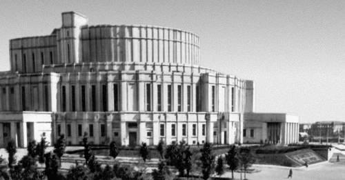 Белорусский Большой театр оперы и балета. 1935—37. Архитектор И. Г. Лангбард. Театр.