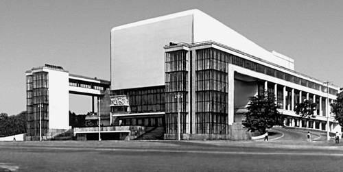 Театр им. М. Горького в Ростове-на-ДонТеатр 1930—35. Архитекторы В. А. Шуко, В. Г. Гельфрейх (восстановлен и частично перестроен в 1962—63). Театр.