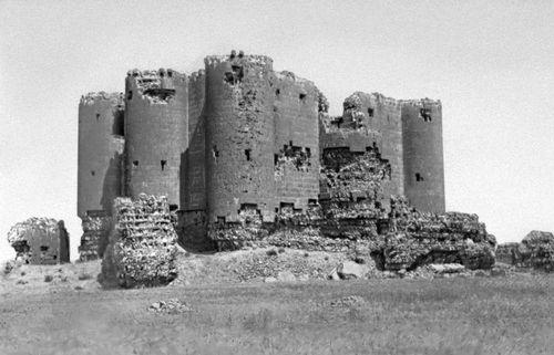 Замок Тигнис. 9—10 вв. Тигнис.