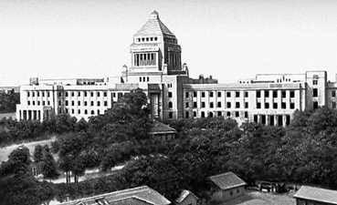 Токио. Парламент. 1915—36. Архитекторы Токио Охама и др. Токио.