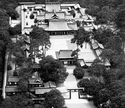 Императорский дворец. Начат около 1600. Токио.