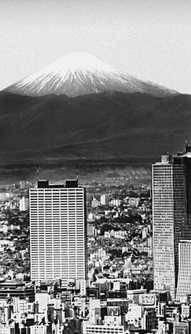 Токио в ясный день (вдали видна гора Фудзияма). Токио.