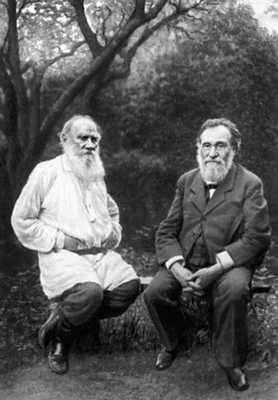 Л. Н. Толстой и И. И. Мечников в Ясной Поляне. 1909. Толстой Лев Николаевич.