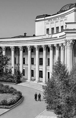 Главный корпус Монгольского государственного университета. 1943—46. Архитектор Н. М. Щепетильников. Улан-Батор.